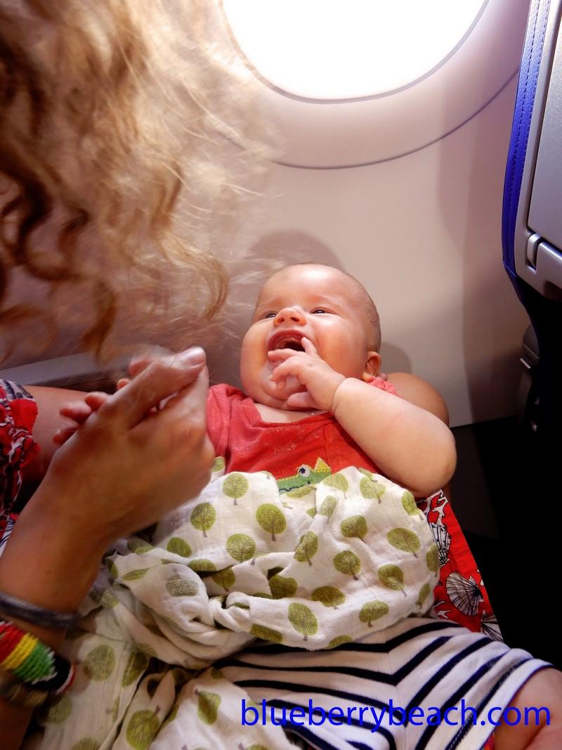 Hugó baba a repülőn