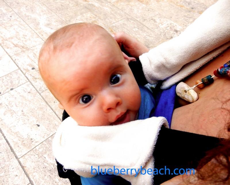 Hugó baba hordozóban