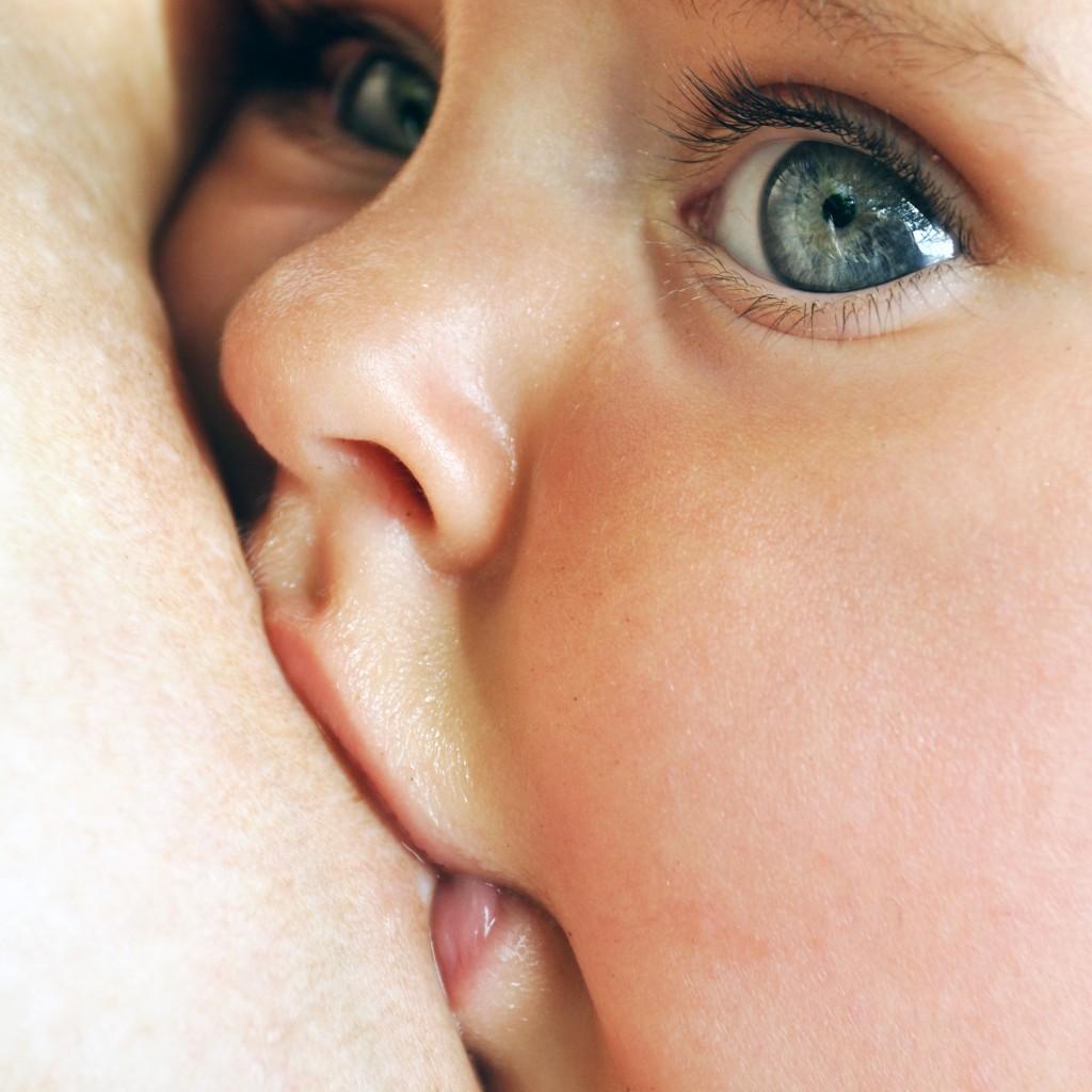 Igény szerinti szoptatás, a kötődő nevelés része!